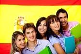 11465754-Испанские-студенты-с-флагом-Испании-на-фоне